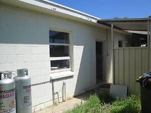 Room in shared 3 bedroom granny flat Hendon Charles Sturt Area Preview