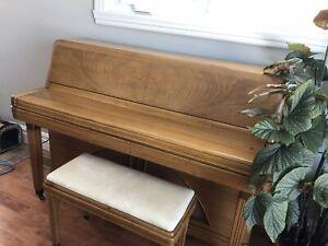 Piano Antique 1962