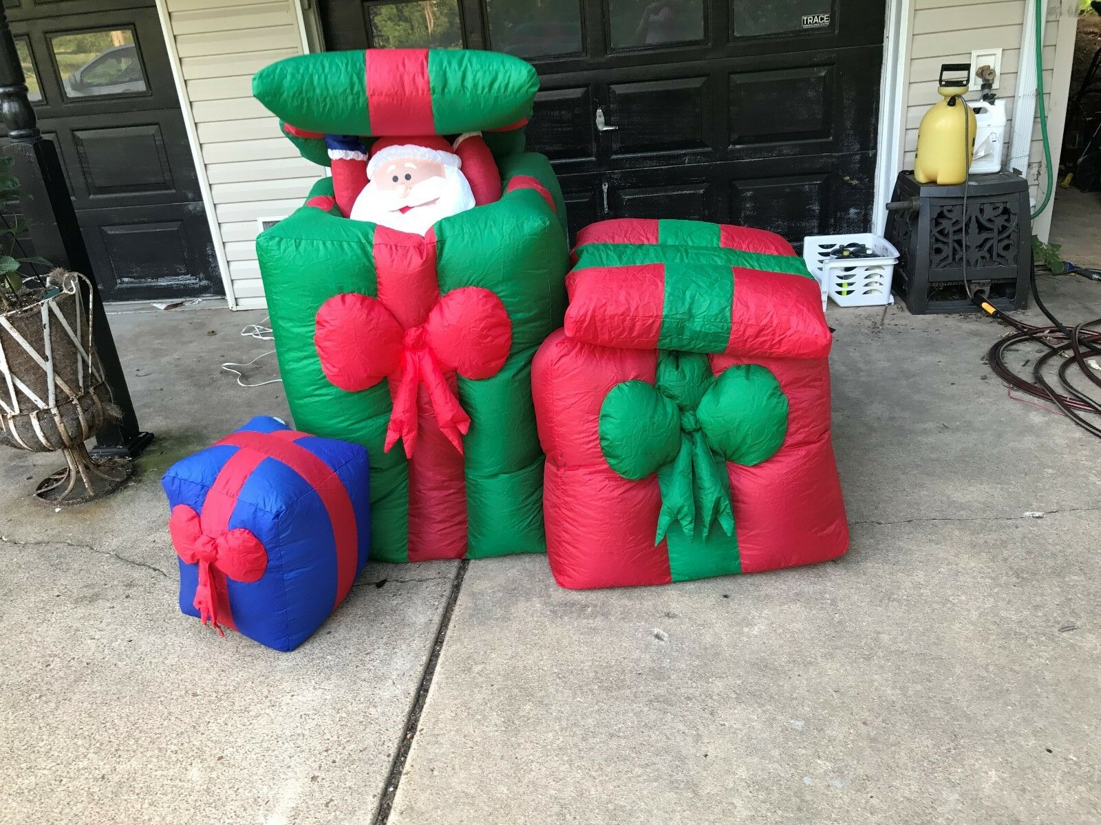 Inflatable Pop-up Santa And Penguin In Gifts Christmas/winter Yard Decoration