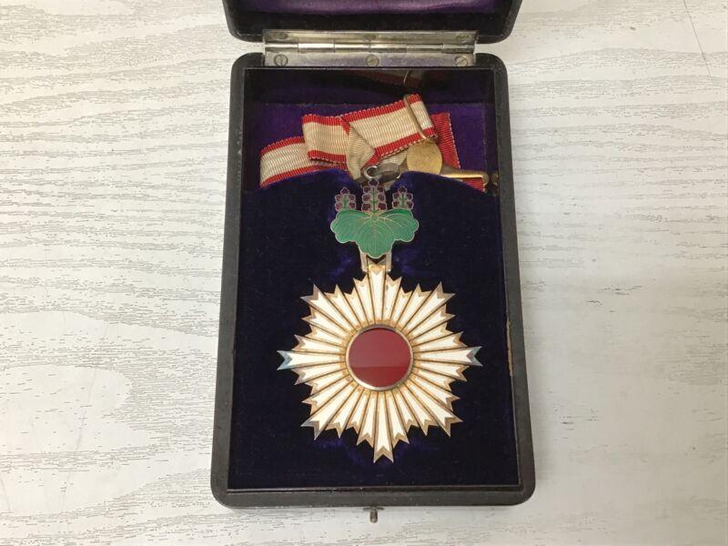 Y1857 KUNSHO medal Order of the Rising Sun 3rd grade box Japan military