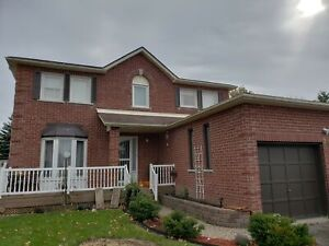 Large 4 Bedroom Executive Home Upper-On Quiet Court