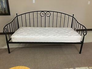 Beautiful Day Bed With Mattress