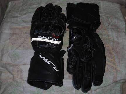 R JAYS GLOVES Taree Greater Taree Area Preview