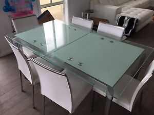 Dinning table 6 seater. An open up to larger table. In good condition Harrington Park Camden Area Preview