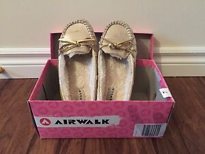 Liquidating Women's Shoes -5 Pairs