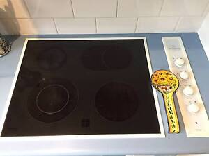 Westinghouse Simpson PHEY564CW Electric Cooktop Soldiers Point Port Stephens Area Preview