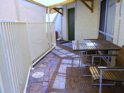 Self contained unit suit quiet working person Browns Plains Logan Area Preview