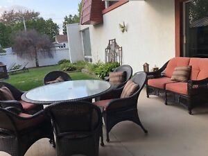 Set de patio en rotin, 6 chaises + causeuse et table basse