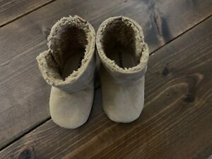 Old Navy baby boots 12-18 months