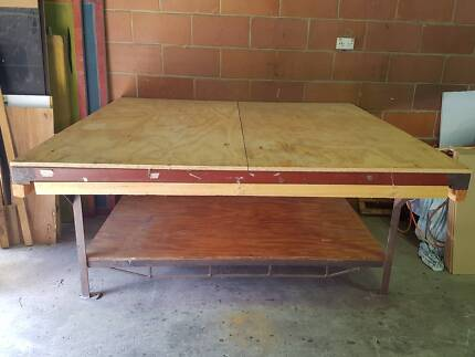 Work bench - large surface, strong welded metal frame, 1.65x1.65m