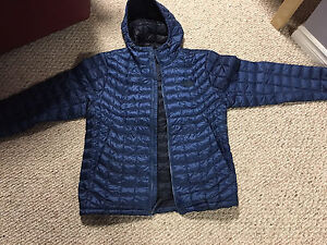 Extremely light Northface thermoball hoodie, brand new, 160$ OBO