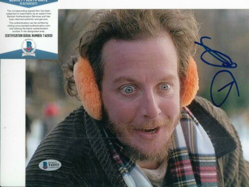 DANIEL STERN signed (HOME ALONE) Movie 8X10 photo *Marv* BECKETT BAS T42933