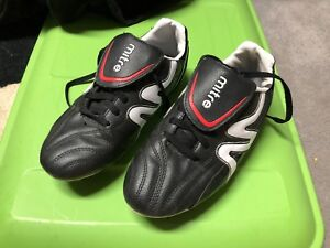 Size 5 Youth - Mitre Soccer Shoes