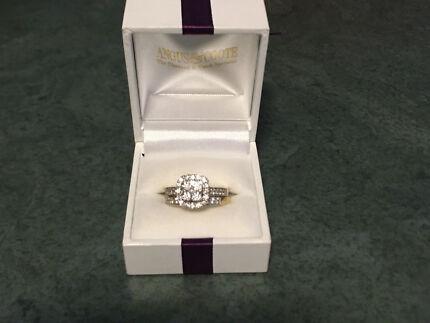 18 ct. gold diamond engagement set