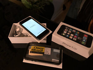 iPhone 5s 32gb Black unlocked, good condition with Otter-box