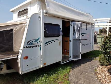 GET READY FOR SPRING with this IMMACULATE 2008 Jayco Expanda