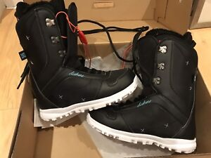Women's Size 9 DC Snowboard boots