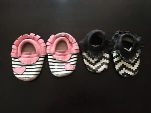 Girls Mocs soft soled shoes size 6-13 months