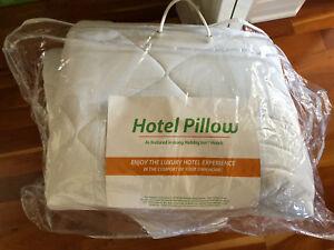 Sur matelas lit king de style hotel