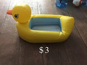 Duck inflatable tub
