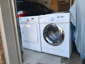 "4 y LG 24""w Washer/DRyer can DELIVER"