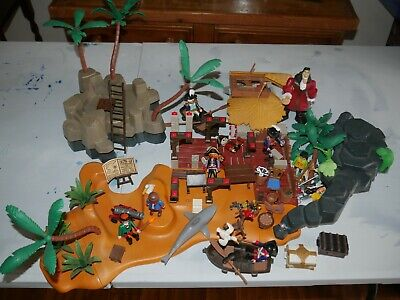 Playmobil bundle with items from Pirate Treasure island & accessories