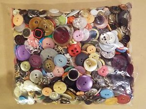 BARGAIN ~ 1kg  BAG OF ASSORTED MIXED BUTTONS FOR CRAFTS SEWING