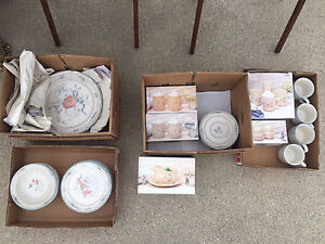 Complete set of dinnerwares for sale