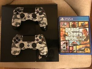 PS4 + 2 Controllers + 8 Games!