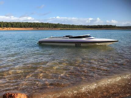 ***Camero - Ski Boat - Only 135 Hours !! ***