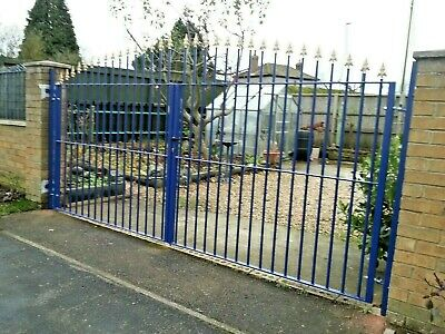 Driveway Metal Gates Iron Garden Fencing Railing 8 ft wide x 6 ft high Lockable