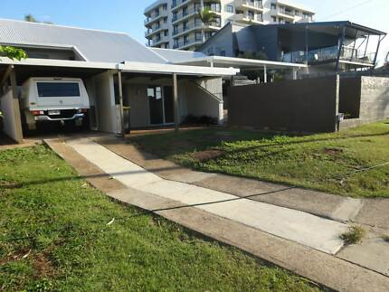 In-Town Living, close to hospital, shops and schools Gladstone Gladstone City Preview