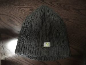 Small lululemon tuque (youth or small woman)