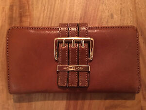 Michael Kors brown leather wallet authentic/perfect condition