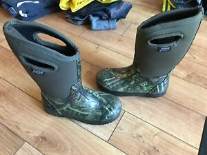 Boggs winter boots size 3