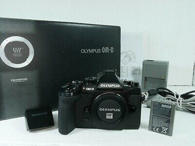 Olympus OM-D E-M1 DigitalkameraBody schwarz mit FL-LM2 und OVP