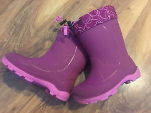 Size. 13 children's KAMIK lined boots -$40