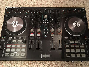 Traktor Kontrol S4 MIXER & Travel Case