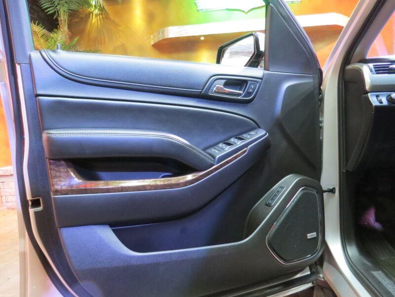 Image 14 Voiture Américaine d'occasion Chevrolet Suburban 2015