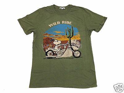Junk Food USA Mens M Army Green Peanuts Snoopy Woodstock Wild Ride Moto T-Shirt ()