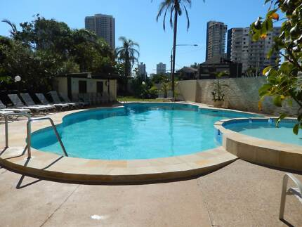 GC 600 V8 Supercars Accomodation 1 bedroom and 2 bedroom avail