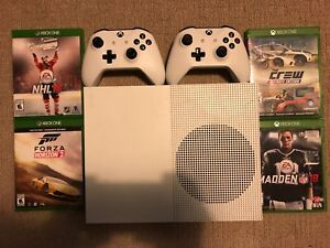 Xbox one s 1TB 2 controllers with games