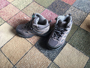 New Toddler boys size 8 hiker style boots