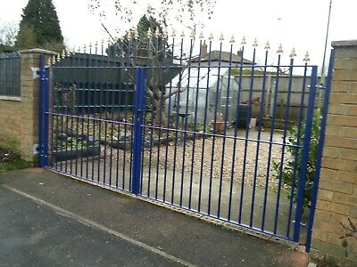 Iron Garden Fencing Railing 9 ft wide x 5 ft high Lockable Driveway Metal Gates