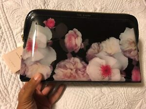 TED BAKER LONDON wash bag (authentic)