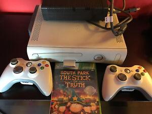 Console Xbox 360 + 2 manettes + Jeu South Park