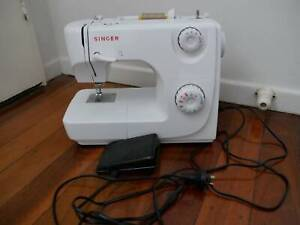 Singer sewing machine ideal for beginners and hobby sewers