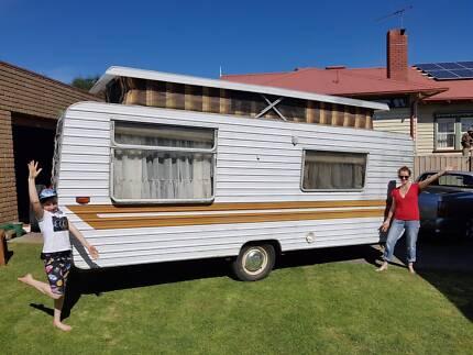 5 Berth Evernew Caravan