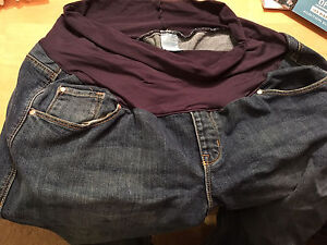Size 16/xl maternity jeans old navy