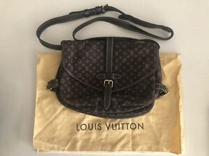 b8249db5a19a louis vuitton messenger bag